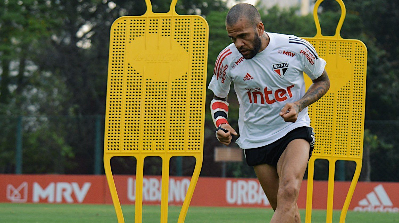 Dani Alves será titular contra River